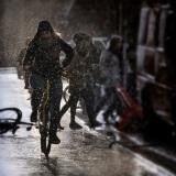Fietser in winter Groningen